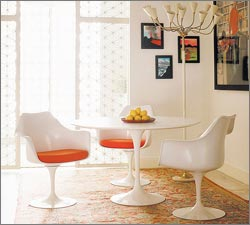 Saarinen table: Part of Modern Furniture